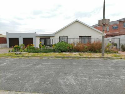 Property For Sale in Monte Vista, Goodwood