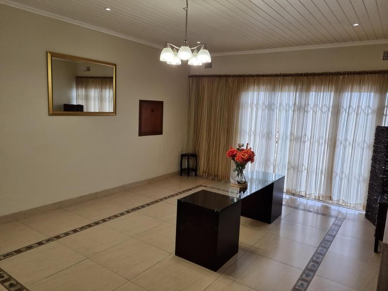 Property For Sale in Richmond Estate, Goodwood 9