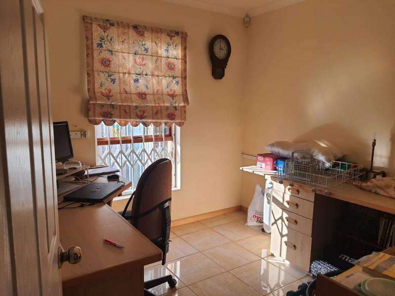 Property For Sale in Churchill Estate, Parow 16