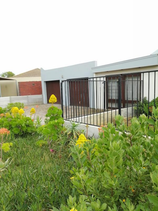 Property For Sale in Monte Vista, Goodwood 3
