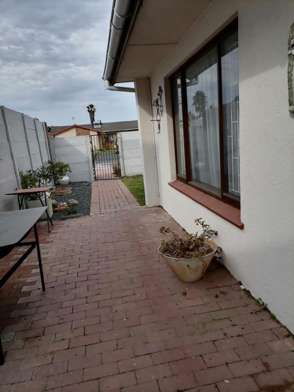 Property For Sale in Monte Vista, Goodwood 35