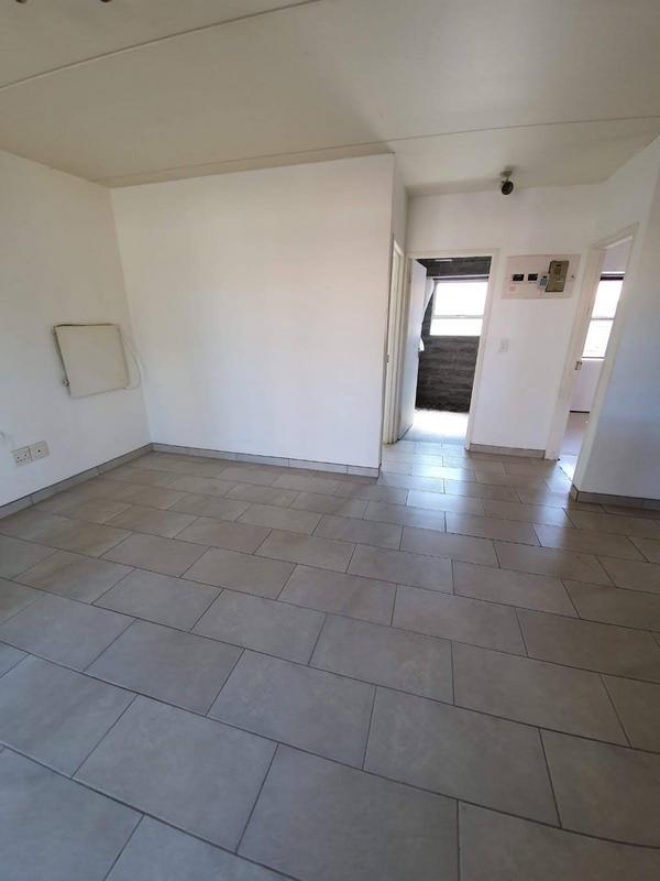 Apartment / Flat For Sale in Goodwood Park, Goodwood